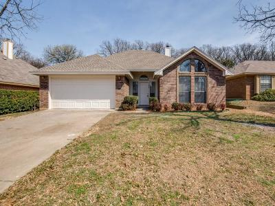 Single Family Home For Sale: 1208 Oak Tree