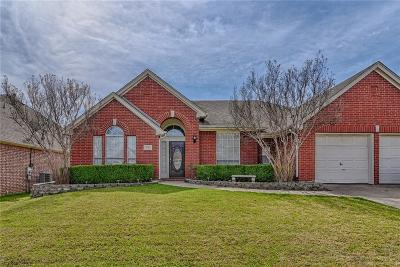 Grand Prairie TX Single Family Home For Sale: $262,000