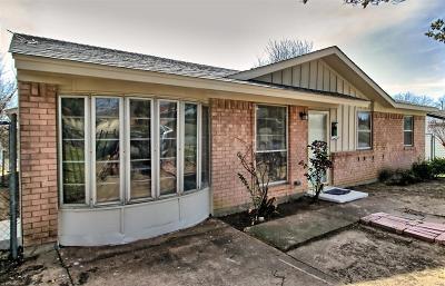 Dallas Single Family Home For Sale: 3810 Mehalia Drive
