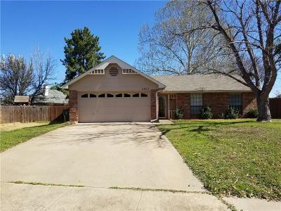 Arlington Single Family Home For Sale: 2803 Glen Hollow Circle