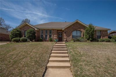 Bedford Single Family Home For Sale: 2817 Clearmeadow Street