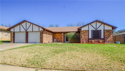 Tarrant County Single Family Home For Sale: 2704 Meadow Creek Drive