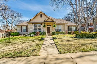 Tarrant County Single Family Home For Sale: 729 Big Horn Trail
