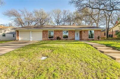 Tarrant County Single Family Home For Sale: 1328 W Redbud Drive