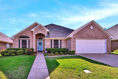 Arlington Single Family Home For Sale: 1315 Andromeda Way