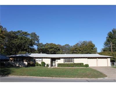 Hurst Single Family Home For Sale: 905 Hurstview Drive