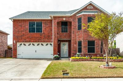 Haltom City Single Family Home For Sale: 5212 Dillon Circle