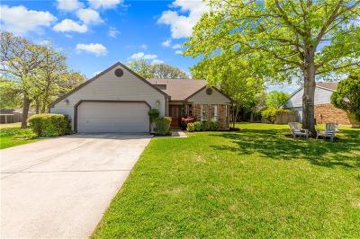 Grapevine Single Family Home For Sale: 921 S Riverside Drive