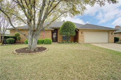 Hurst Single Family Home For Sale: 405 Marseille Drive