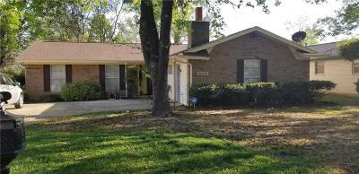 Denton Single Family Home For Sale: 2712 Foxcroft Circle