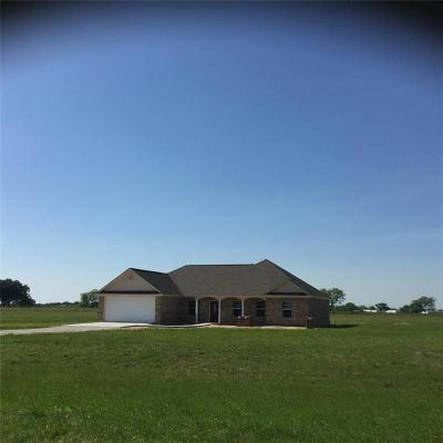 Single Family Home For Sale: 606 Fm 3243
