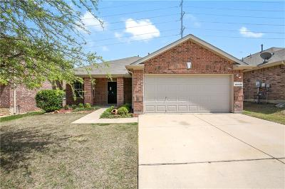 Fort Worth Single Family Home For Sale: 15712 Wheelhorse Trail
