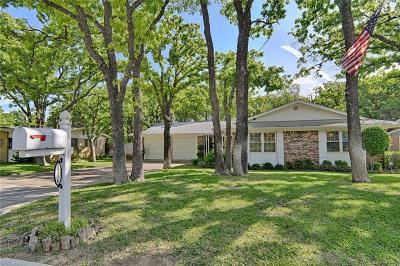 Bedford Single Family Home For Sale: 1216 King Drive