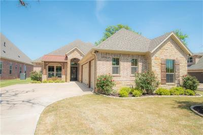 Granbury Single Family Home For Sale: 7004 Lake Village Court