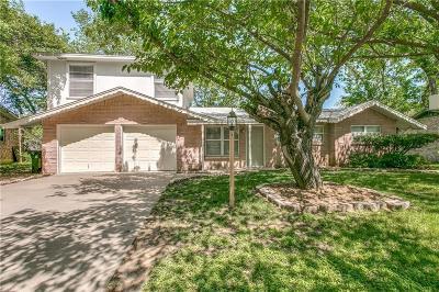 Hurst Single Family Home For Sale: 404 Holder Drive