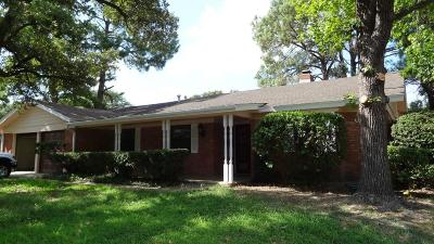 Hurst Single Family Home Active Contingent: 820 Overhill Drive