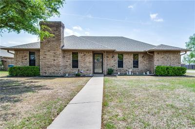 Van Alstyne Single Family Home Active Option Contract: 711 Maple Circle