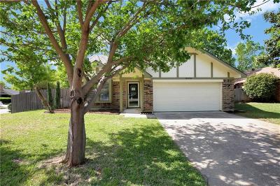 Bedford Single Family Home For Sale: 2316 Hollybush Lane