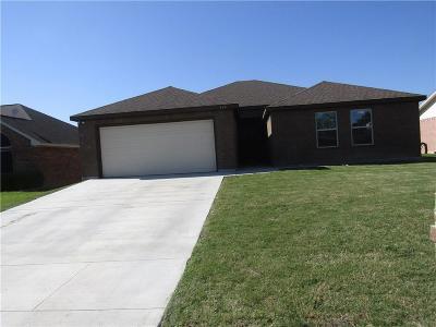 Azle Single Family Home Active Option Contract: 624 Oak View Court