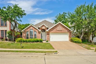 Bedford Single Family Home For Sale: 2217 Oak Park Drive