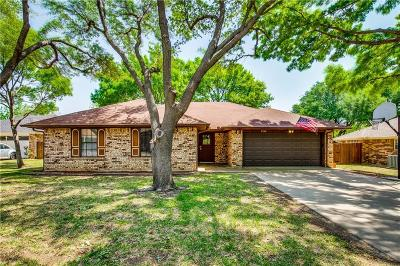 Bedford Single Family Home For Sale: 2520 Sunshine Court