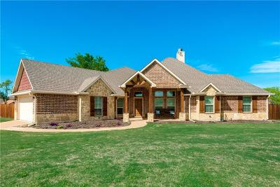 Corsicana Single Family Home Active Kick Out: 310 Fairway Parks Drive