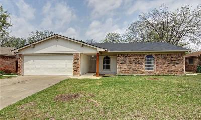 Arlington Single Family Home For Sale: 1819 Briar Meadow Drive