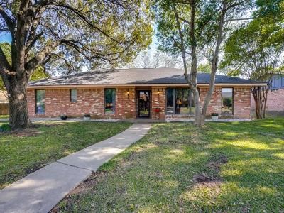 Hurst Single Family Home For Sale: 325 Brookview Drive