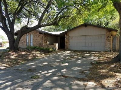 Arlington Single Family Home For Sale: 748 Salsbury Circle
