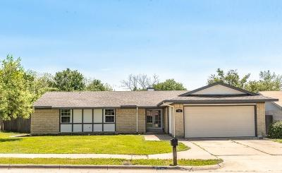 Arlington Single Family Home For Sale: 402 Waterford Circle