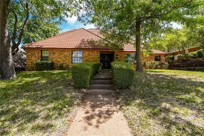 Hurst Single Family Home For Sale: 3116 Woodridge Drive