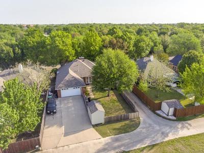 Denton Single Family Home For Sale: 200 Windbrook Street
