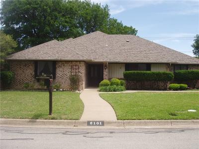Arlington Single Family Home For Sale: 2101 Oak Bluff Drive
