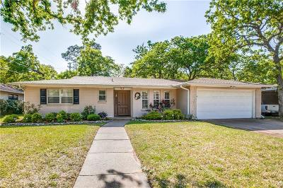 Hurst Single Family Home For Sale: 1021 Keith Drive