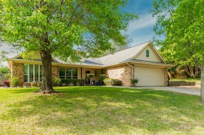 Hurst Single Family Home For Sale: 213 Springhill Drive