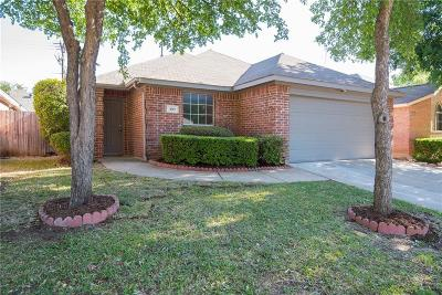 Euless Single Family Home For Sale: 509 Horse Shoe Drive