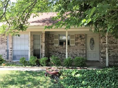 Grapevine Single Family Home For Sale: 923 N Dove Road