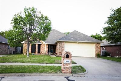 Ennis Single Family Home For Sale: 804 Oak Drive