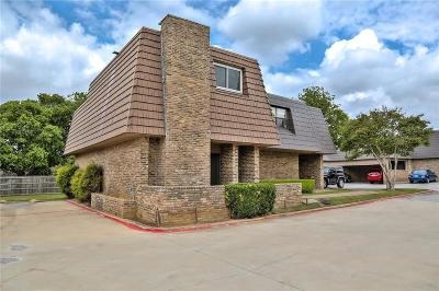 Euless Townhouse Active Contingent: 207 E Harwood Road #11
