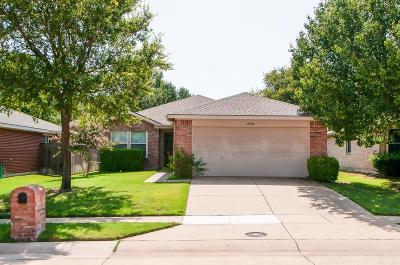 McKinney TX Single Family Home Active Contingent: $215,900