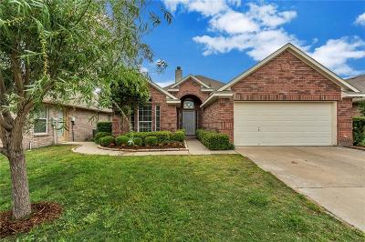 Azle Single Family Home Active Contingent: 117 Bridlewood Street