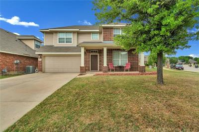 Fort Worth Single Family Home For Sale: 15537 Landing Creek Lane