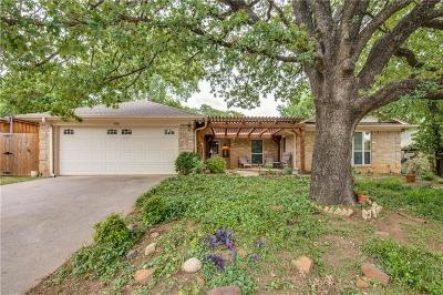 Bedford Single Family Home For Sale: 1608 Bedford Oaks Drive