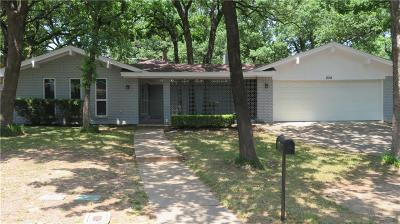 Hurst Single Family Home For Sale: 824 Wheelwood Drive