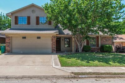 Lake Dallas Single Family Home For Sale: 5507 Castle Court