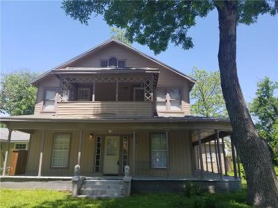 Denison Single Family Home For Sale: 517 W Owing Street