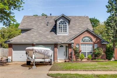 Hurst Single Family Home For Sale: 304 Creekside Drive