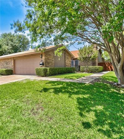 Hurst, Euless, Bedford Townhouse Active Option Contract: 827 Shady Glen Lane