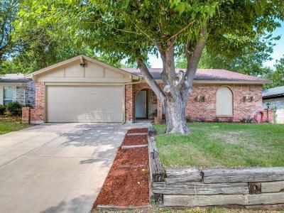 Arlington Single Family Home For Sale: 215 Countryside Drive