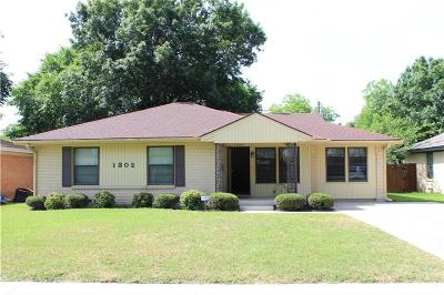 Irving Single Family Home For Sale: 1302 Segundo Drive